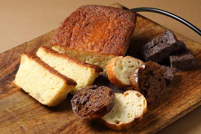 メープルと練乳のラスク/コーヒーラスク/ショコララスク(冬季限定)、そしてバナナケーキです。