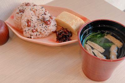 赤飯膳 590円。
