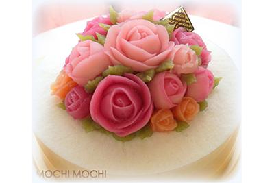 「あんこ」でかわいいお花のデコレーション。オーダーメイドの餅ケーキが大人気。