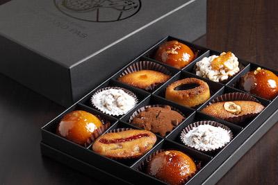 1口サイズの半焼菓子の詰め合わせプティフール ドゥミセック1,700円(外税)。