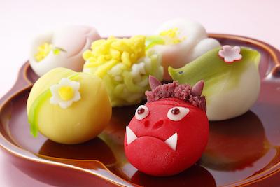 四季折々の華やかさは職人の手で一つ一つ創り出され、味わいも全て違う上生菓子346円