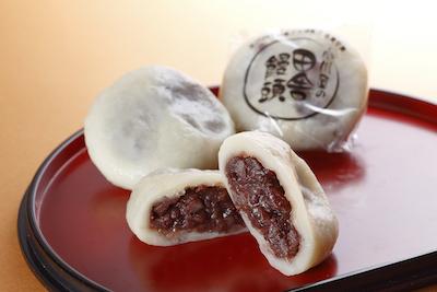 田舎饅頭は小麦粉とつぶあんだけを原材料とした究極の無添加まんじゅう110円。
