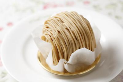 モンブランは飽きのこないすっきりとした味わい。人気の和栗のモンブラン540円。