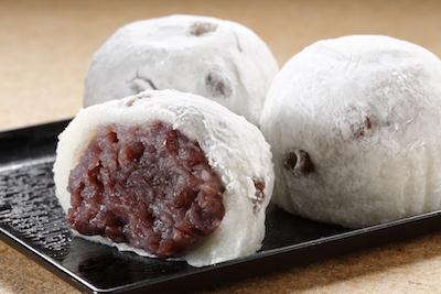 厳選された北海道産のあずきや山形産のもち米などを使用した豆大福140円。