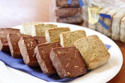 ホテルブリランテ武蔵野オリジナルクッキー2種324円。詰め合わせもあります。(1,620円)