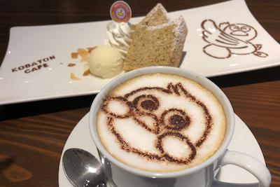 自家製スイーツ「紅茶のシフォンケーキ」「ガトーショコラ」「ほうじ茶プリン」各500円。