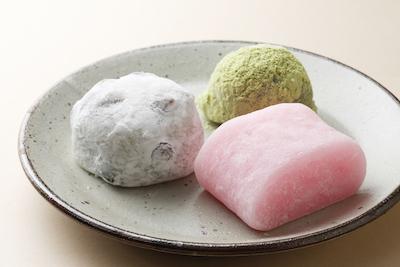豆大福108円 すあま108円 うぐいす餅140円。