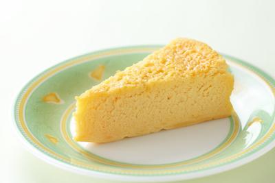 甘さ控えめチーズケーキは220円。お子さんからご年配の方まで幅広く人気。