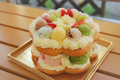 季節の16種類のアイスを使ったアイスリースケーキ。バースデーやホームパーティーにいかがですか?