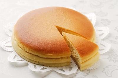他のチーズケーキと食べ比べてほしい人気商品ベイクドダンテは1カット389円。