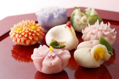 見て美しく、食べて美味しい。四季折々の風情を感じる、彩り鮮やかな上生菓子。